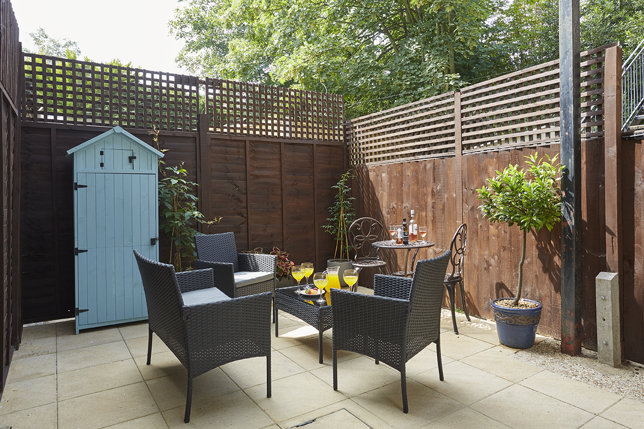Chine Court Holiday Apartment Courtyard, Shanklin, Isle of Wight