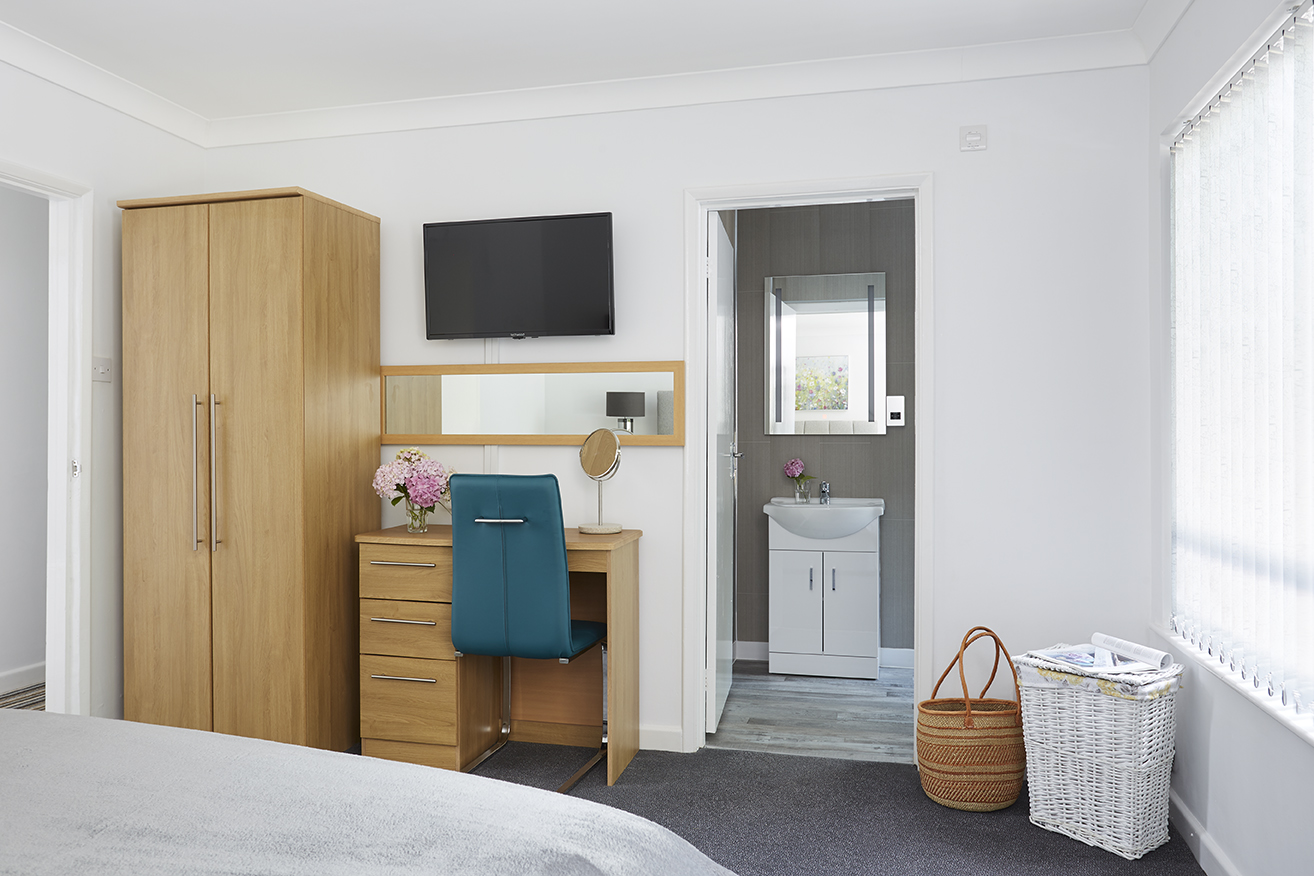 Chine Court Masted Bed in to En-Suite, Shanklin, Isle of Wight
